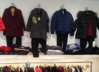Prato, abiti senza etichetta: 500 capi sequestrati