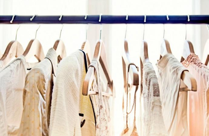 Francia, ancora in calo i consumi per gli abiti