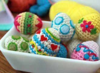 Le uova di Pasqua tra i macchinari tessili