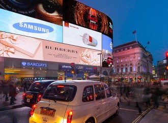 Burberry e il 3D a Piccadilly Circus