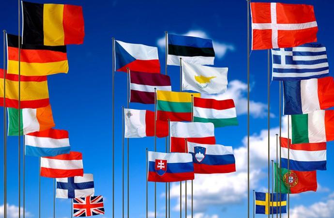 Pitti Filati, sventolano le bandiere