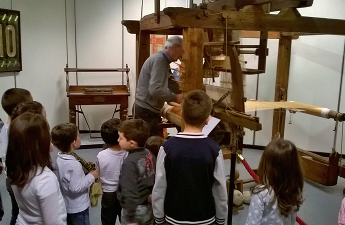 Il Museo della Seta saluta Manlio Rho con i bambini