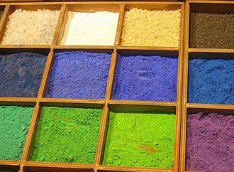 A Como si parla di coloranti naturali