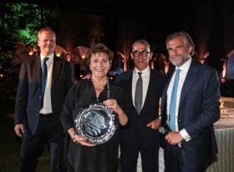 Eva Desiderio riceve il premio alla carriera