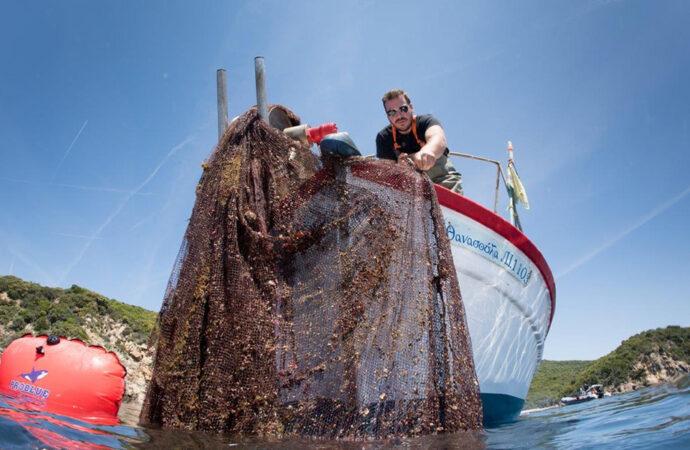 """Il tessuto si """"pesca"""" in mare"""